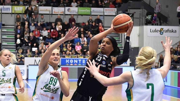 Luleå Baskets Adrienne Motley mot Alvik.