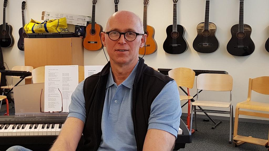 Magnus Toresson i en musiksal.