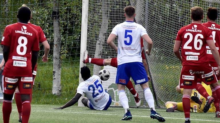 IFK Luleå gör mål mot Piteå IF i fotbollens division 2