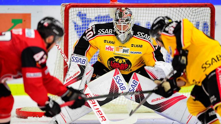 Luleåmålvakten Filip Gustavsson under torsdagens ishockeymatch.