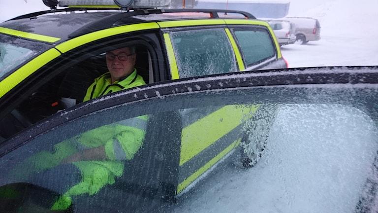 Lennart Öhlund sitter i sin bil.