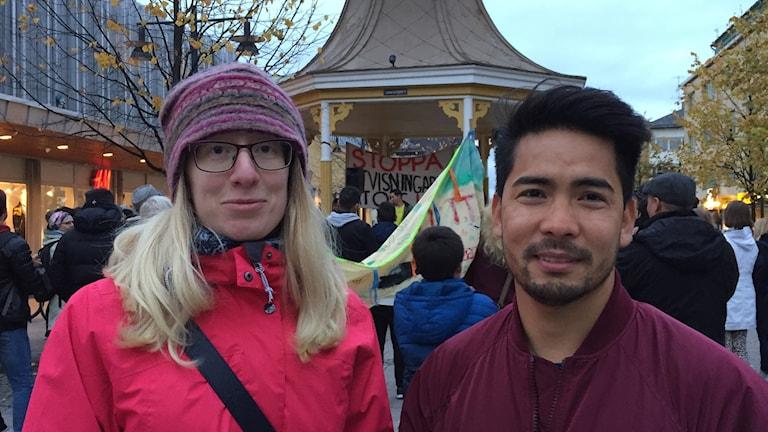 Läraren Tove Bruun och Reza Ahmadi fanns bland de som deltog i fredagens demonstration mot utvisningar till Afghanistan.