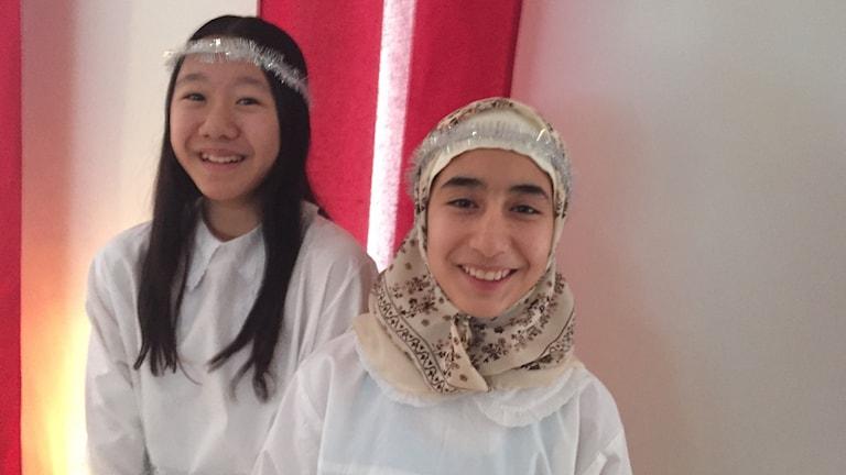 Tärnorna Maria Pham och Asma Mousavi går i sexan på Prästholmsskolan i Boden.