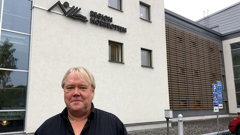 Mikael Engström, chef för Regionfastigheter, som driver sjukhus och vårdcentraler.