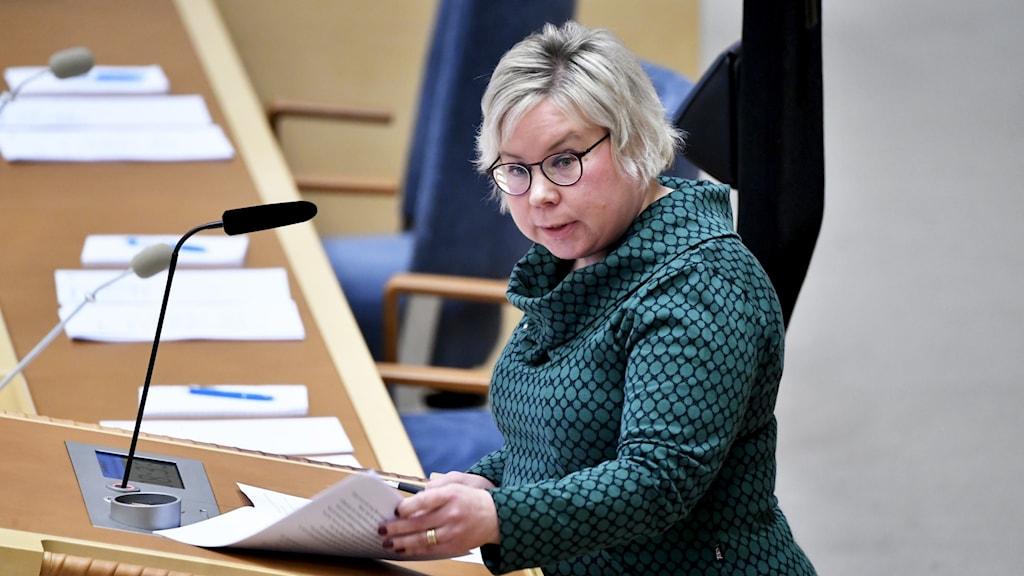 Linda Modig (C) är tveksam till att man ska covidtesta utländska medborgare.