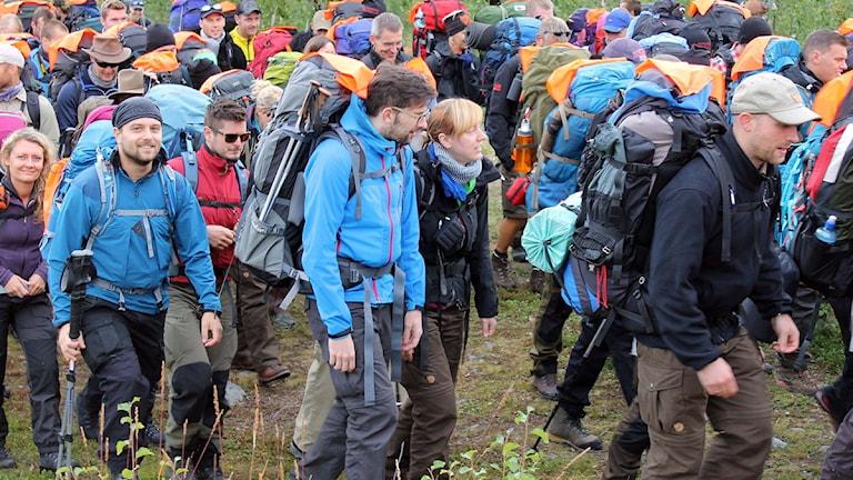 Starten går och humöret är på topp. Foto: Alexander Linder/ Sveriges Radio.