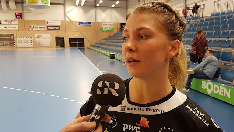 Boden Handbolls Sara Nordström intervjuas.