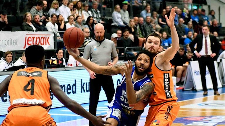 BC Luleås Brandon Rozzell mot Norrköping i basketligan