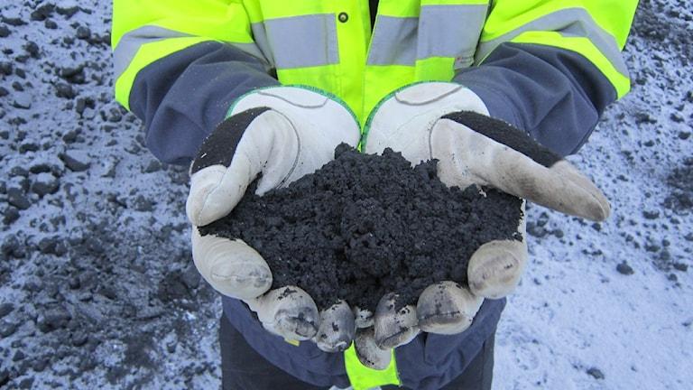 Järnmalmskoncentrat från gruvan i Kaunisvaara. Foto: David Zimmer/Sveriges Radio