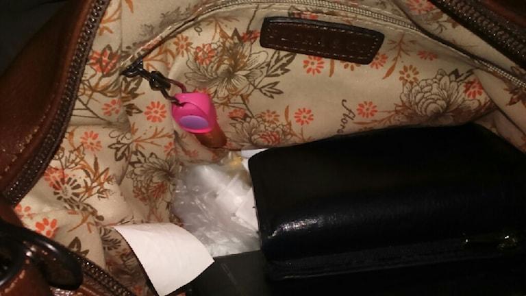 Marina Lanttos lösning med en liten lampa i väskan för att hitta det man söker när det är mörkt.