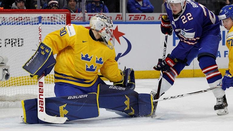 Målvakten Filip Gustavsson i semifinalen mot USA.