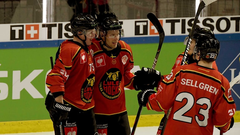 Luleå Hockey firar mål mot SC BERN