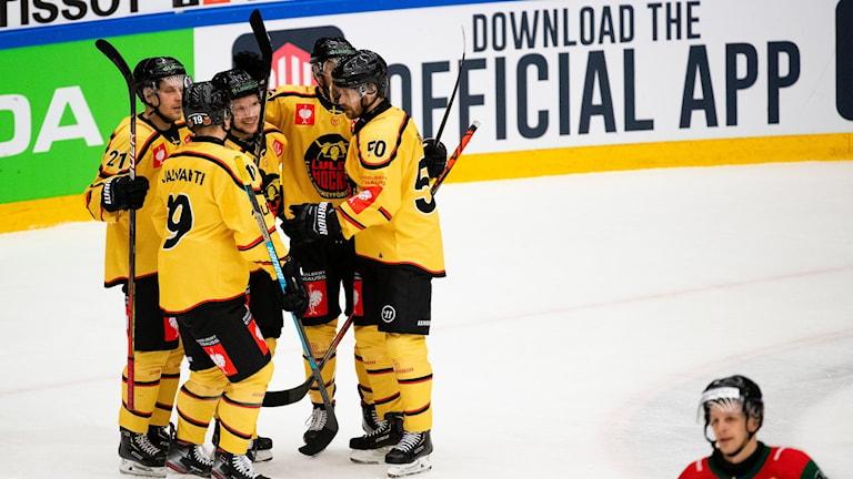 Luleåjubel efter att Einar Emanuelsson gjort mål borta mot Frölunda i CHL-semifinalen.