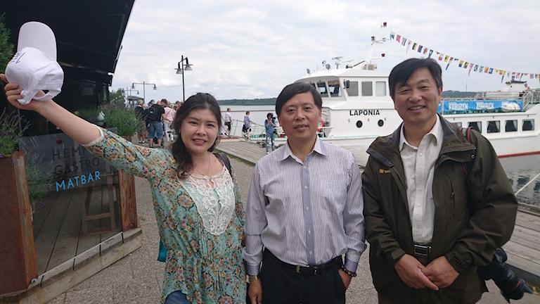 Tre kinesiska researrangörer i Norra hamn, Luleå.