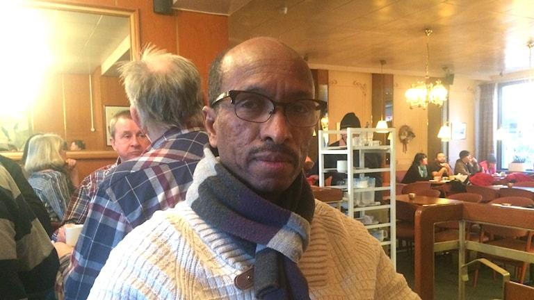 Keflemariam Ghebru på kafé i Piteå.