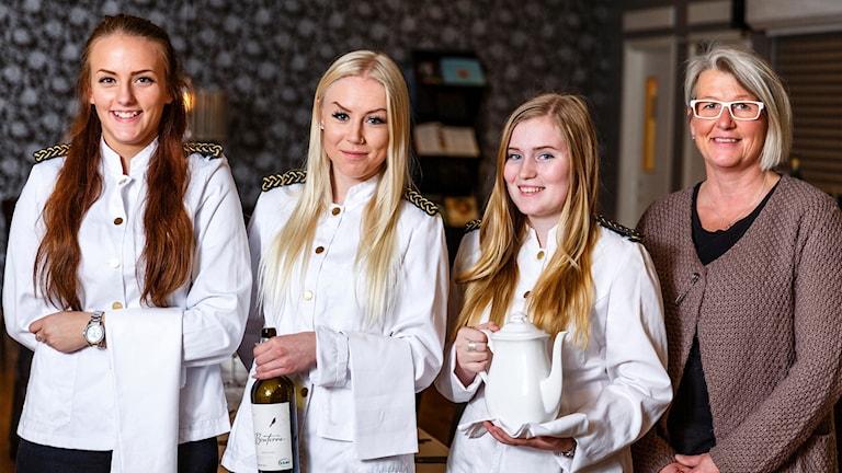 Alexandra Essén, Madelene Thunblom, Julia Larsson och Catarina Wiklund ska servera på Nobelfesten.