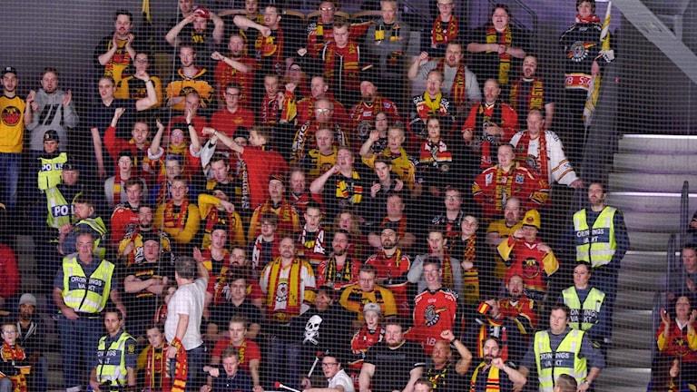 Luleå Hockey-supportrar på bortamatch i Skellefteå vid ett tidigare tillfälle. (Arkivbild)