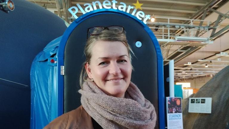 Mia Gullikson, programansvarig på Teknikens hus i Luleå, peppar för Astronomins dag.