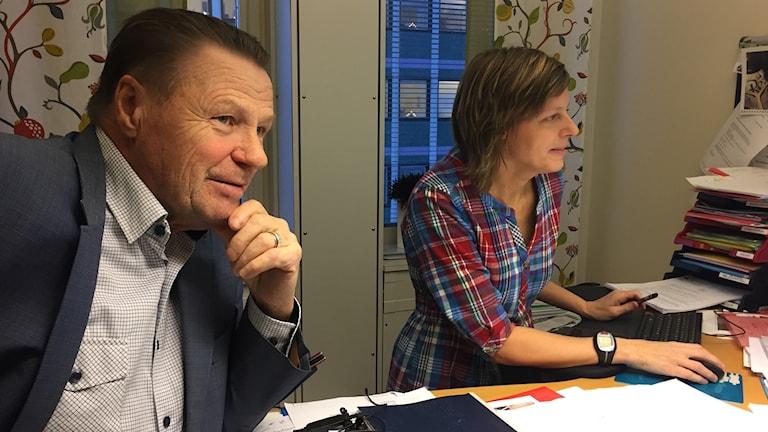 Inge Andersson (S), kommunalråd i Boden och Cecilia Kvibacke på samhällsbyggnadskontoret.