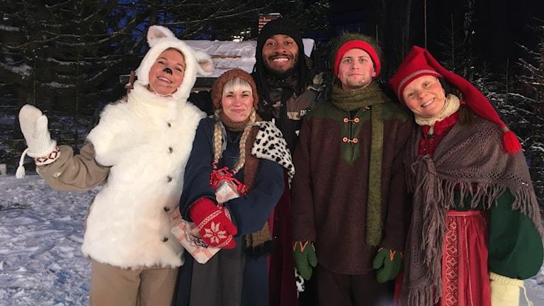 Från vänster: Julängeln, Tomte-Stina, regissören Camilo Ge Bresky, Nisse och Tomtemor.