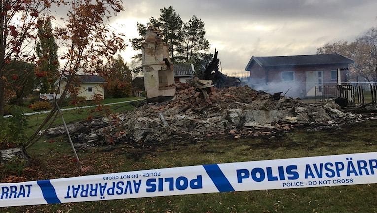 Mindre hus i Rutvik som brann ner till grunden.