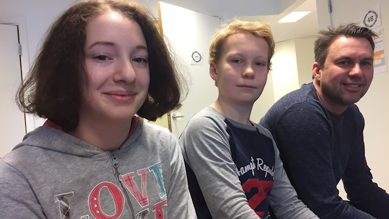 Hanna Andersson, Linus Enberg och Jonas Erkki Nordberg på Prästholmsskolan.