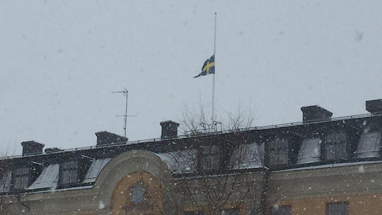 I 19 flaggar på halvstång.