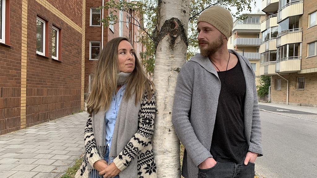 Sanningslandet består av Jenny Eriksson och Sami Bergman från Finska Pello respektive Haparanda.