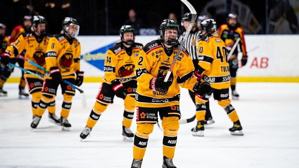 Luleås Viivi Vainikka jublar under semifinal 1 i SDHL-slutspelet