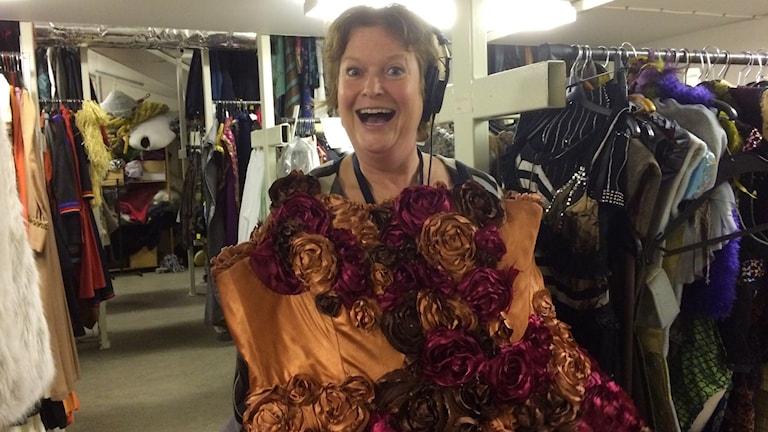 P4 Norrbottens Ann-Christine Wallner-Hoppe härjar i kostymförrådet
