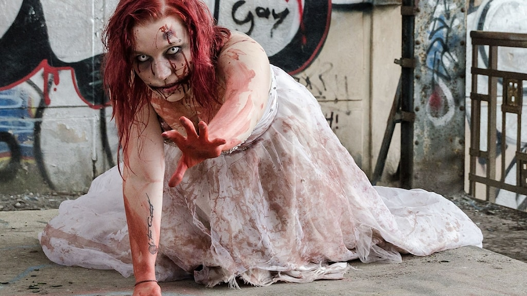 Zombieattack i studion.