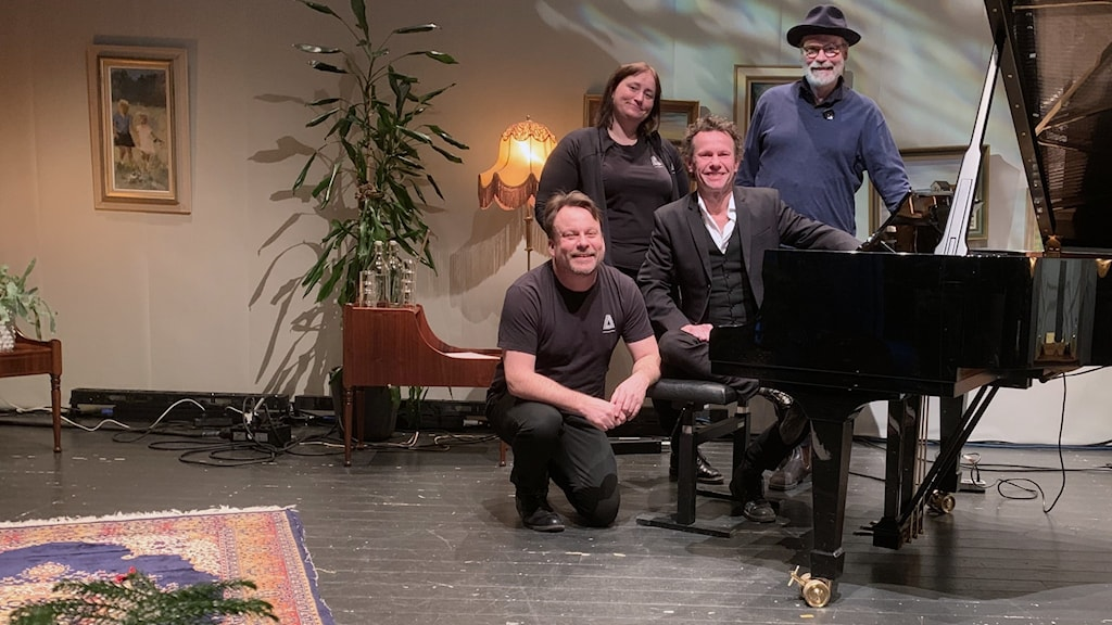Från vänster: Roger Norén, konserthuschef Studio Acusticum / Anna-Carin Johansson, producent Studio Acusticum / Bo Kasper Sundström, artist / Olle Lundquist, studio Acusticum