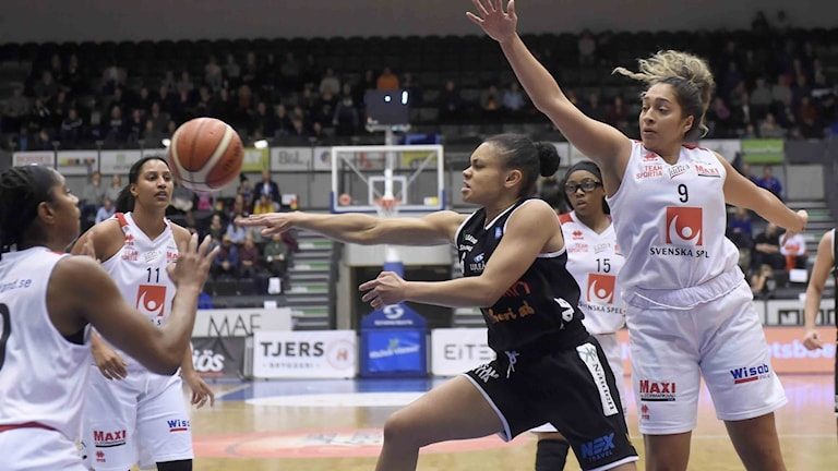 Luleå Baskets Felicia Camara Ponturo mot Visby