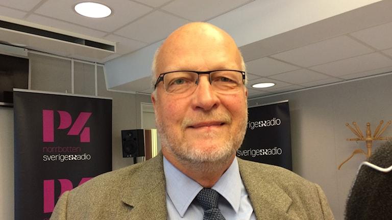 Sven-Erik Österberg i radiostudion.