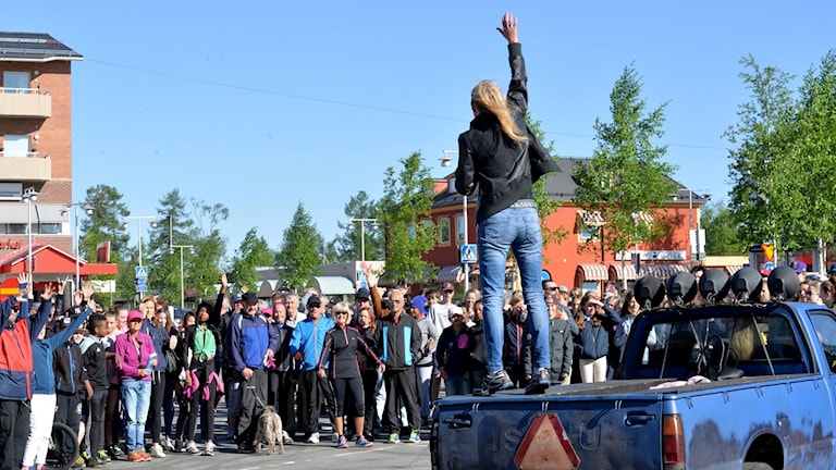 Radioaktiv 2016 i Arvidsjaur med Beatrice Karlsson på bilflaket.