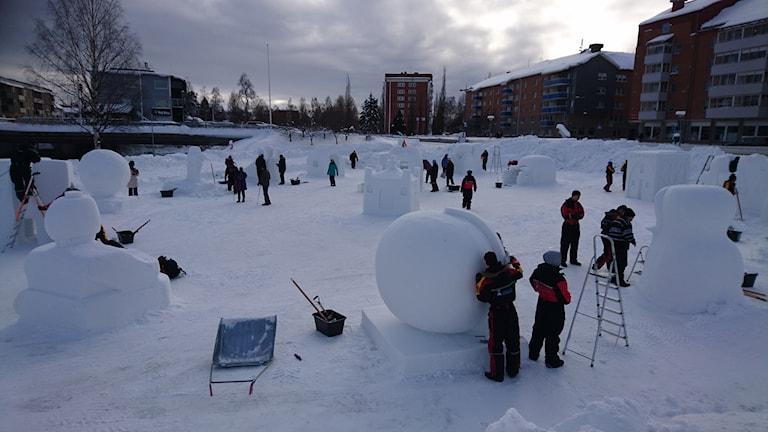 Överblick över skulpturerna på Kvarnängen.