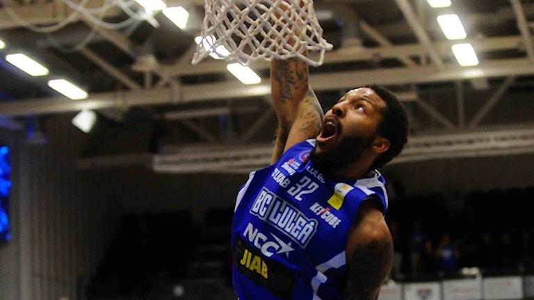 BC Luleås Brandon Rozzel mot Uppsala i basketligan.