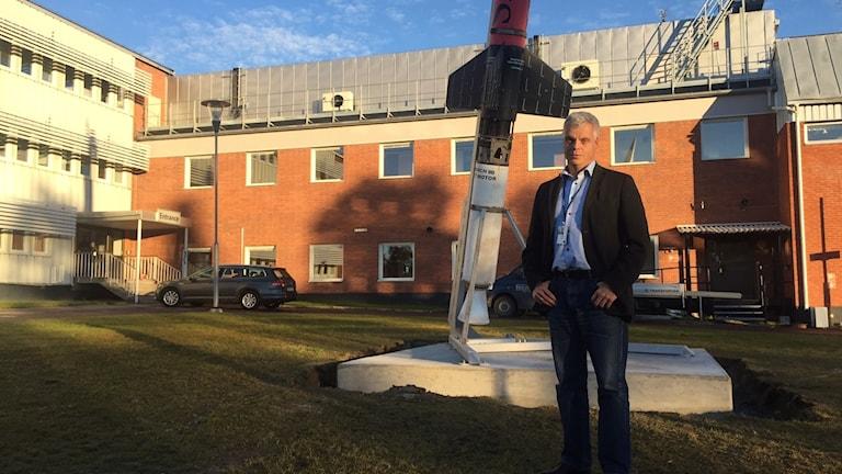 Platschefen Lennart Poromaa utanför rymdbasen Esrange i Kiruna.