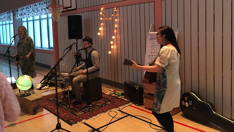 The Chickpeas Band skapar musik med barn i Töre