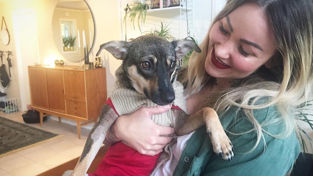 Hunden Dhowa och matte Linda-Marie Brännström.