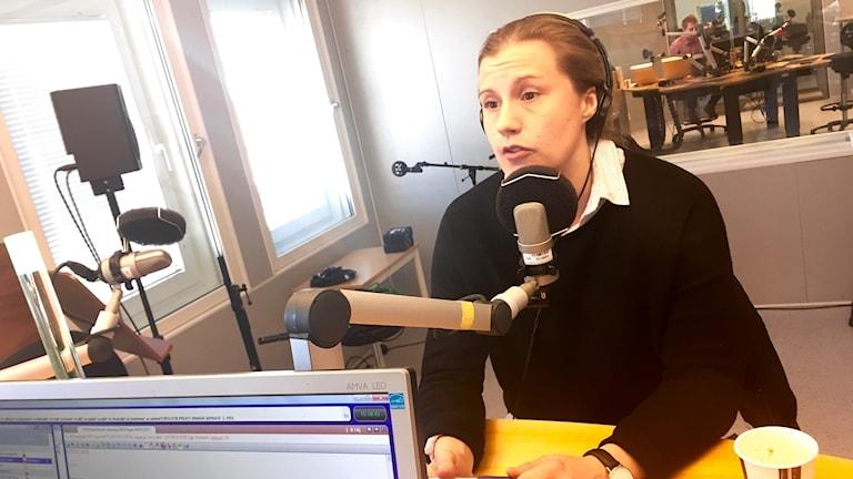 Tidigare landslags- och Luleå Hockey/MSSK-spelaren Emma Eliasson debuterar som expertkommentator i Sveriges Radio.