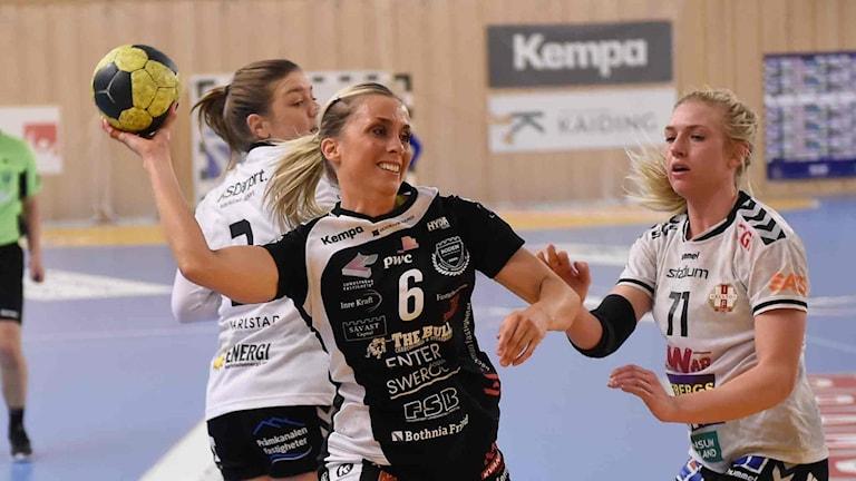 Boden Handbolls Emmy Nordmark mot IF Hellton.