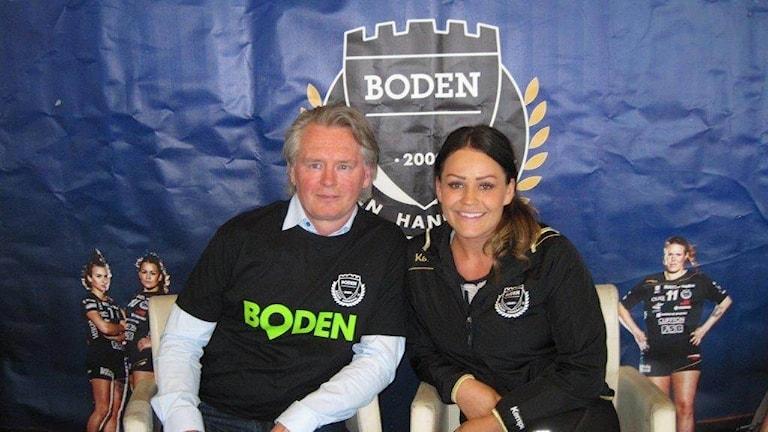 Bodens nya tränare Kardell tillsammans med spelaren Carin Bergdahl.