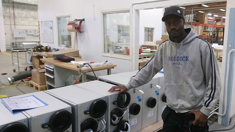 Rapparen Stizu jobbar idag som montör, men drömmer om ett liv som professionell musiker.