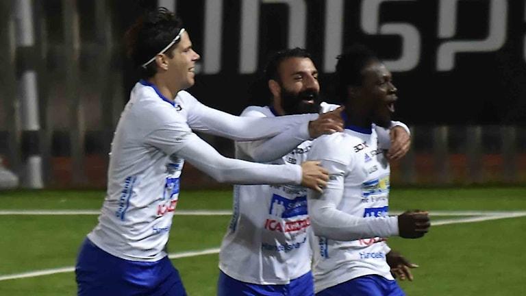 IFK Luleå jublar efter mål mot Piteå IF i division 2-fotbollen