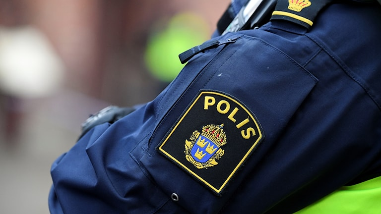 Axeln på en polisuniform.