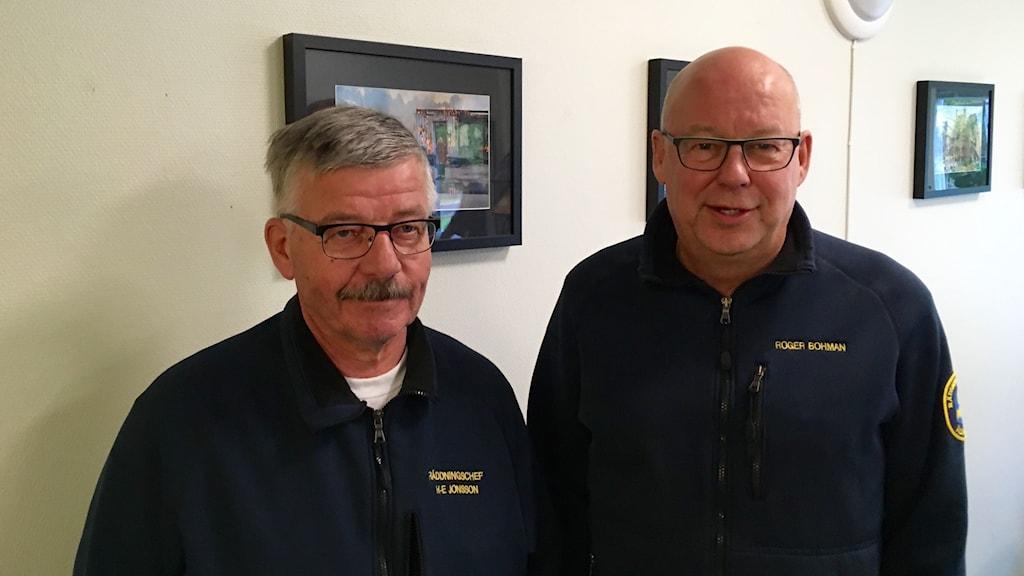 Hans-Erik Jonsson, räddningschef i Arjeplog och Roger Boman, brandinspektör i Älvsbyn.