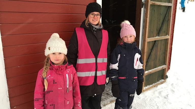 Maja Johansson, elev, Camilla Lindberg, fritidspedagog, Nora Johansson, elev, Centrumskolan, Kalix.
