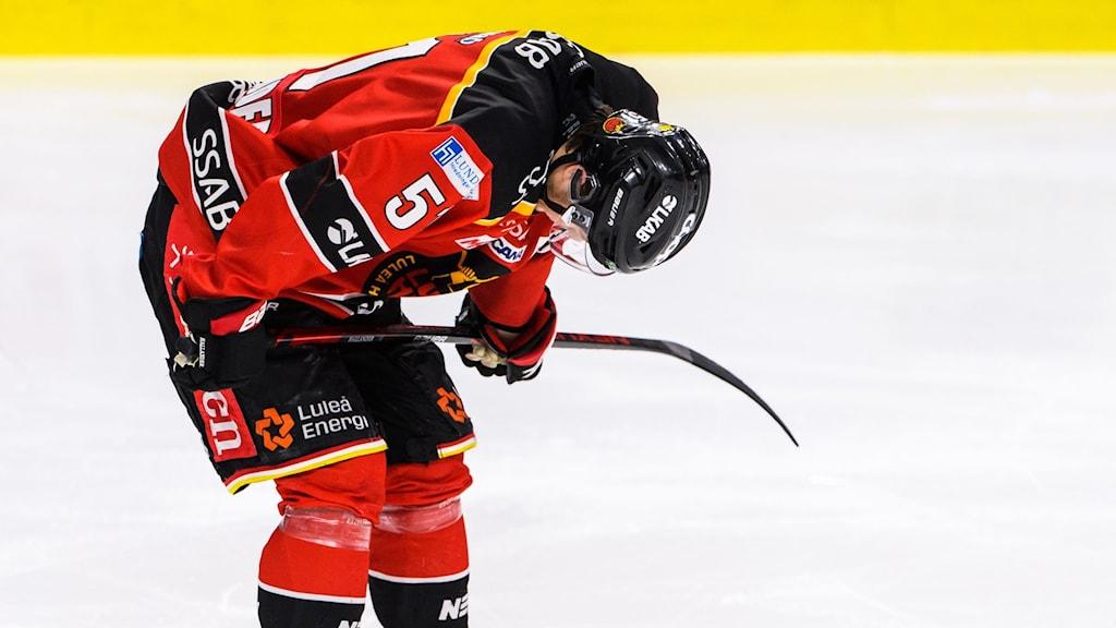 Filip Hållander deppar efter Luleås tapp i den tredje perioden mot Djurgården.