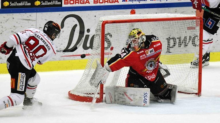 Luleå Hockeys Joel Lassinantti mot Örebro